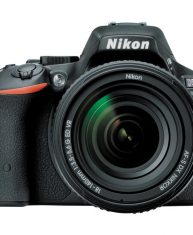 Nikon D5500 DSLR Camera with 18-140mm Lens